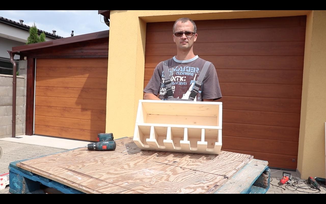 Výroba poličky na aku nářadí