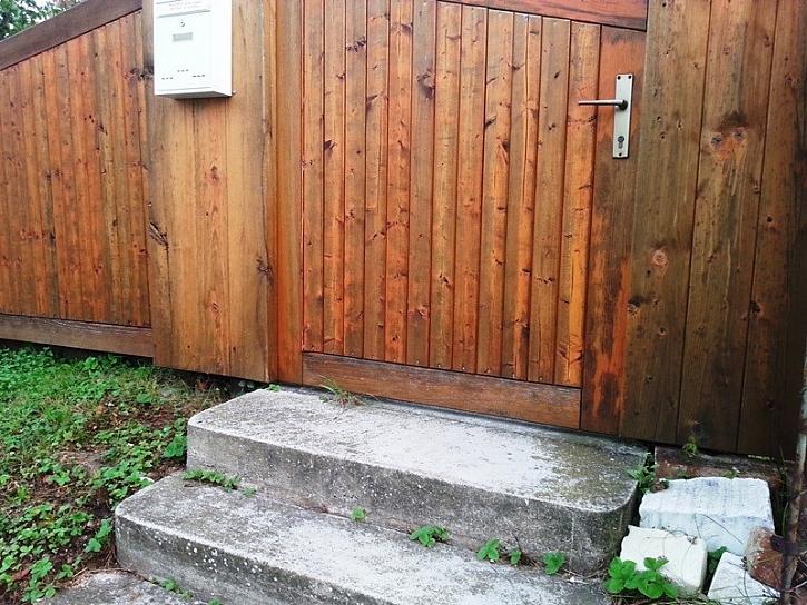 Nátěr dřeva, který pohodlně obnovíte bez broušení - to je HORSEMEN
