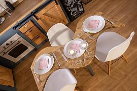 Pokud potřebujete jídelní stůl do malého prostoru, vyrobte si ho