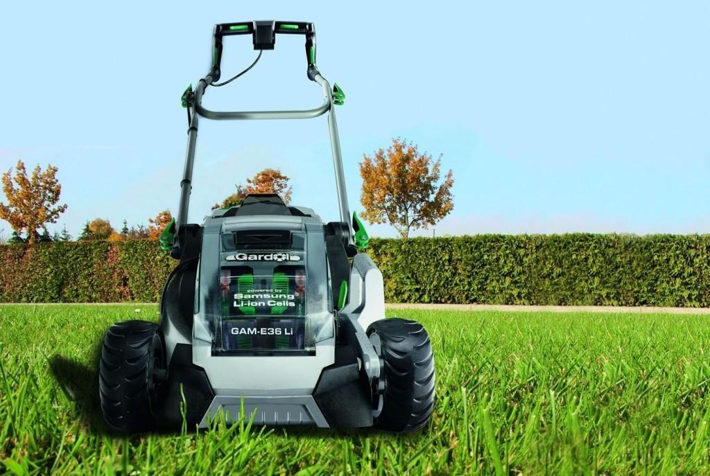 Výběr sekačky nebo zahradního traktoru