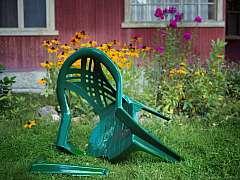 Opravou zahradního nábytku někdy jen zbytečně ztrácíte čas