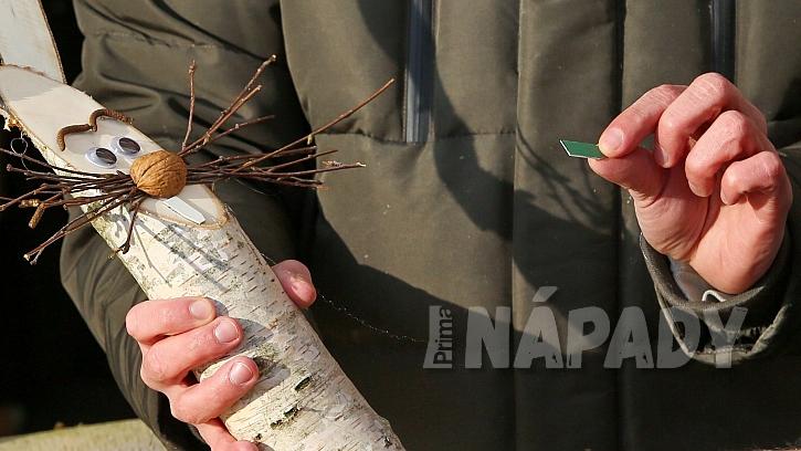 Návod na výrobu dřevěného zajíce: vystřihneme a přilepíme zuby