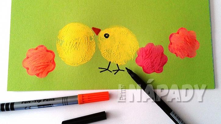 Jak udělat s dětmi velikonoční přání: dokreslete kuřátka a květy fixem