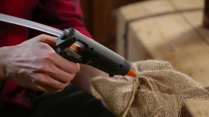 Lepení tavnou pistolí