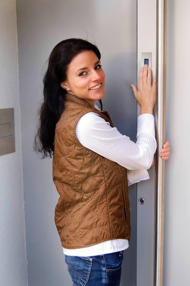 3. Otvírání dveří pomocí čtečky otisků prstů