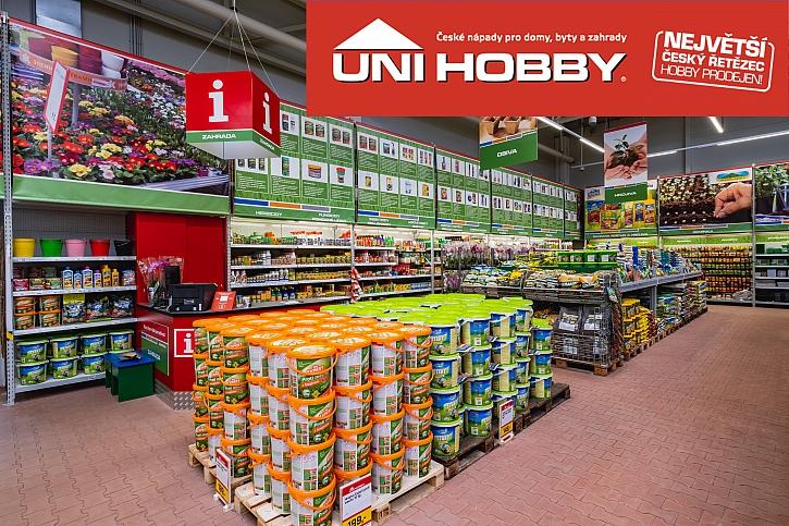 Prodejna UNI HOBBY s balením hnojiv a výsadby