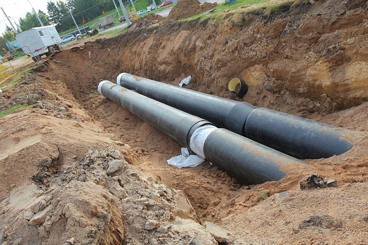 Potrubí do země ukládáme do nezámrzné hloubky