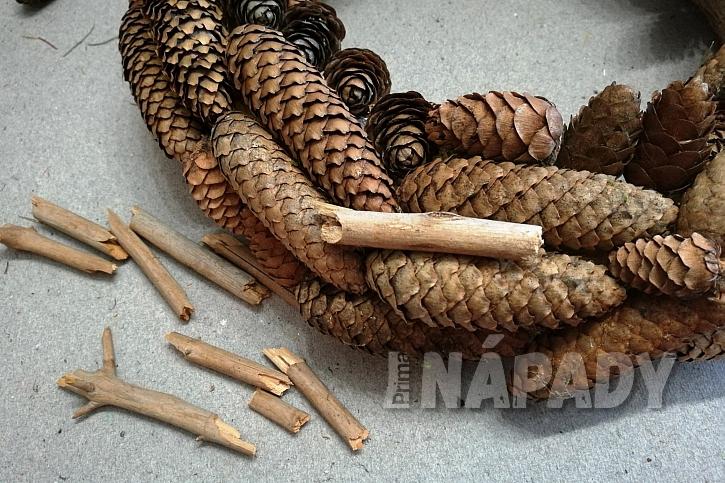 Drobné borové větvičky