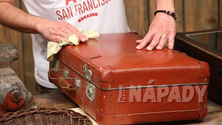 Zrcadlová skříňka z kufru: starý kufr vyčistíme