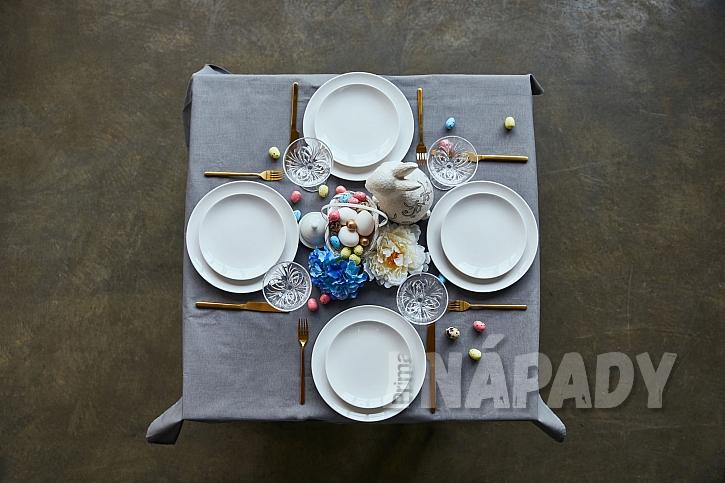 Stůl nazdobený na velikonoce