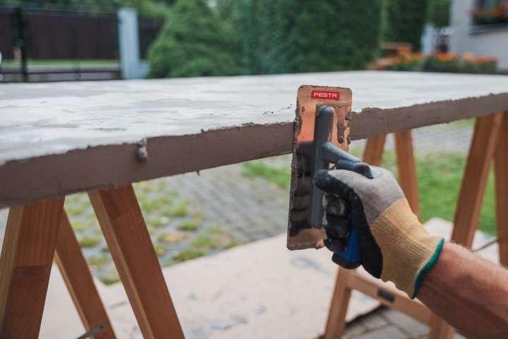 Víte, jak vyrobit nezničitelný venkovní stůl?