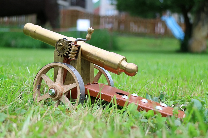Muzeum rekordů vítá prázdniny výstřelem z nejmenšího funkčního děla (Zdroj: Agentura Dobrý den Pelhřimov)