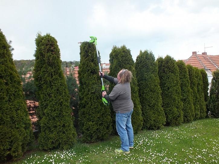 Greenworks plotostřih a pila s dlouhým dosahem