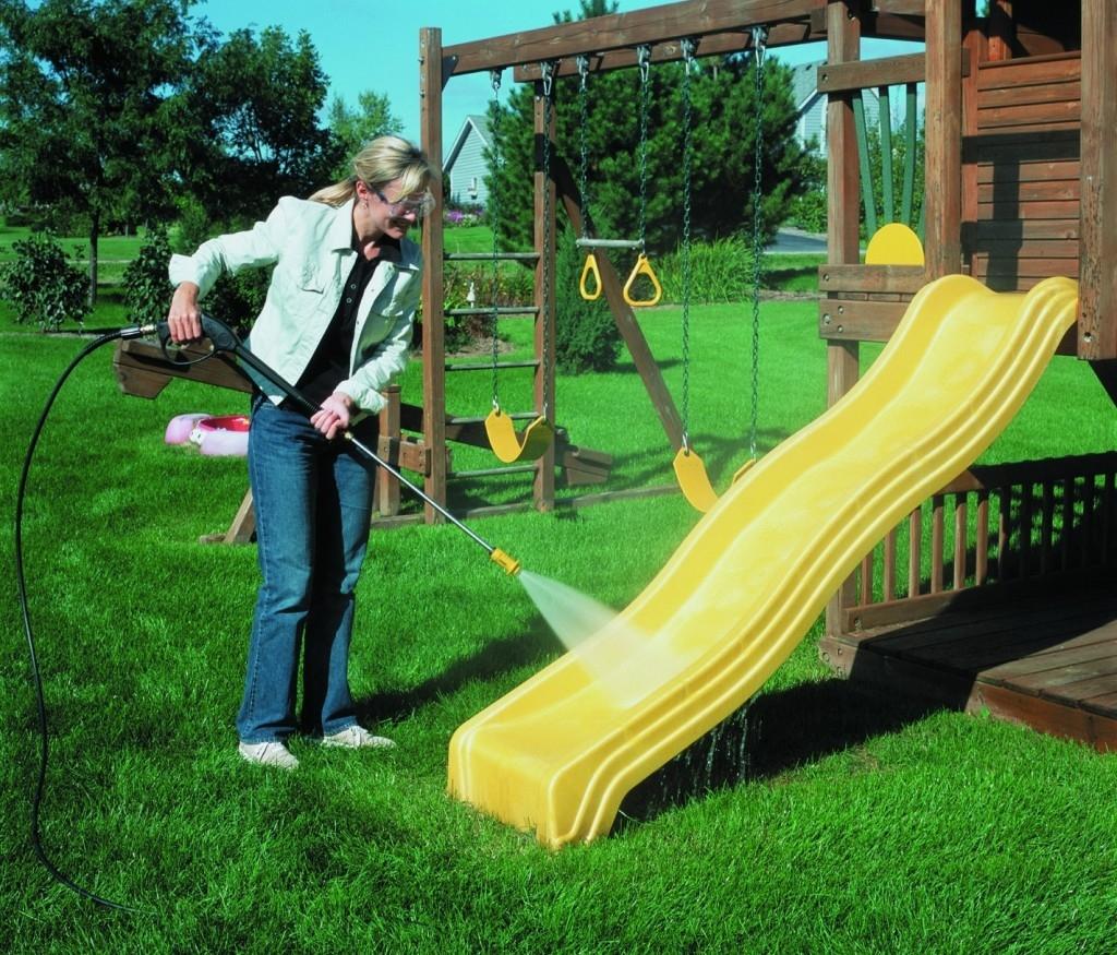 Tlaková myčka vám zaručí dokonalou čistotu v okolí domu i na zahradě