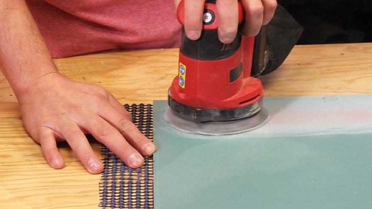 Dekorování zrcadla ze zadní strany: ze zadní strany odstraníme lak