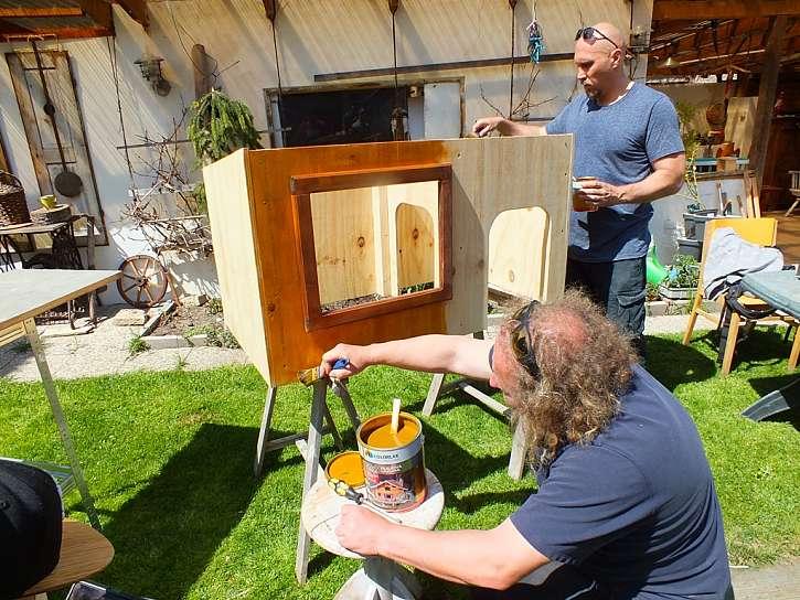 natírání boudy pro psa