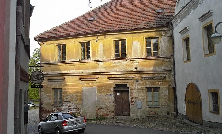 Historická fasáda před celkovou rekonstrukcí