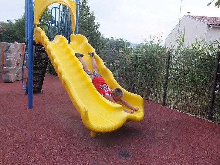 Pro dětské hrací plochy na zahradě u domu