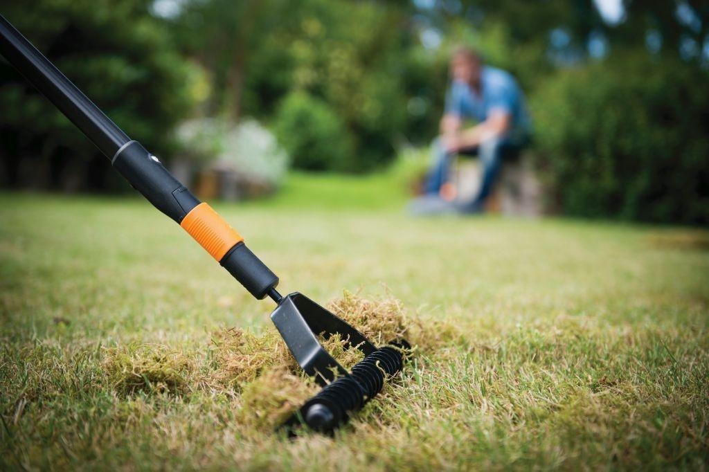 Provzdušnění - základ jarní péče o trávník