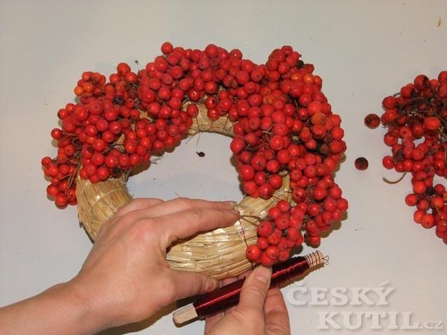 Jak vyrobit věneček z jeřabin