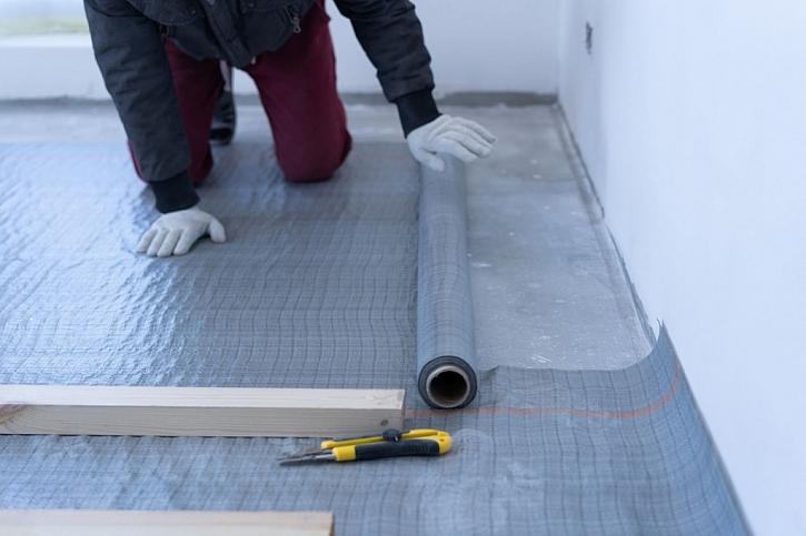 Při rekonstrukci podlahy ve starším domě je třeba dbát na dostatečná sanační opatření