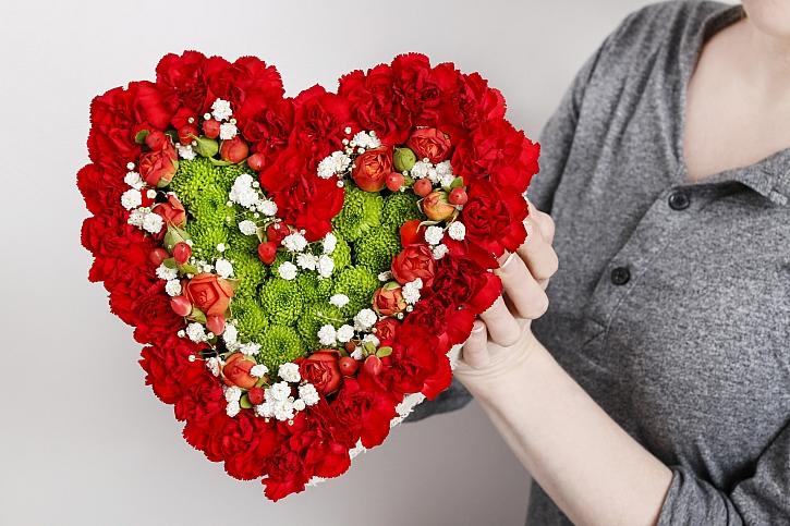 Květinové aranžmá můžete připravit třeba na svátek zamilovaných, který se slaví 14. února (Zdroj: Depositphotos)