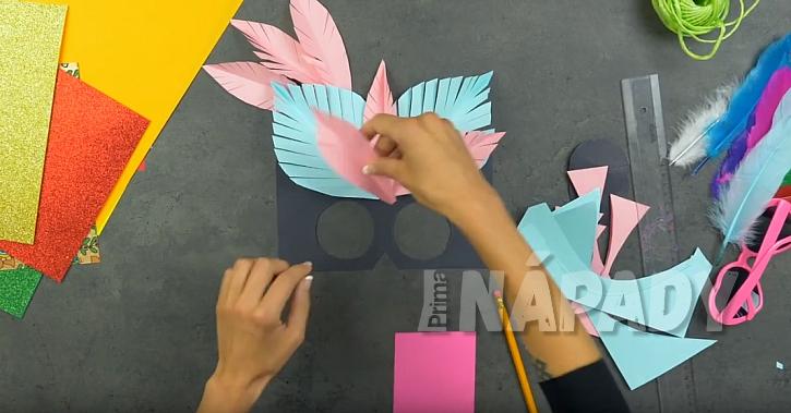 Maska pro děti: vystřihněte pera