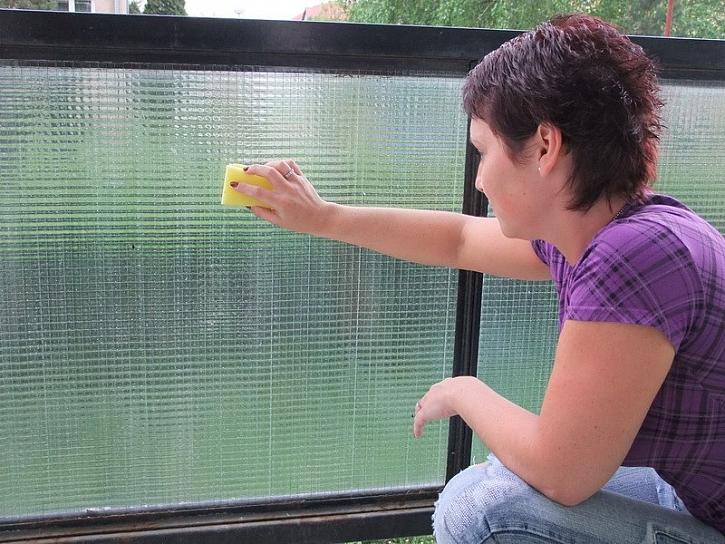 Balkonové soukromí s tapetou d-c-fix