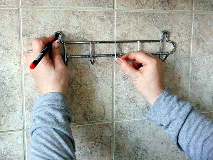 Jak postupovat při upevňování háčků na zeď: