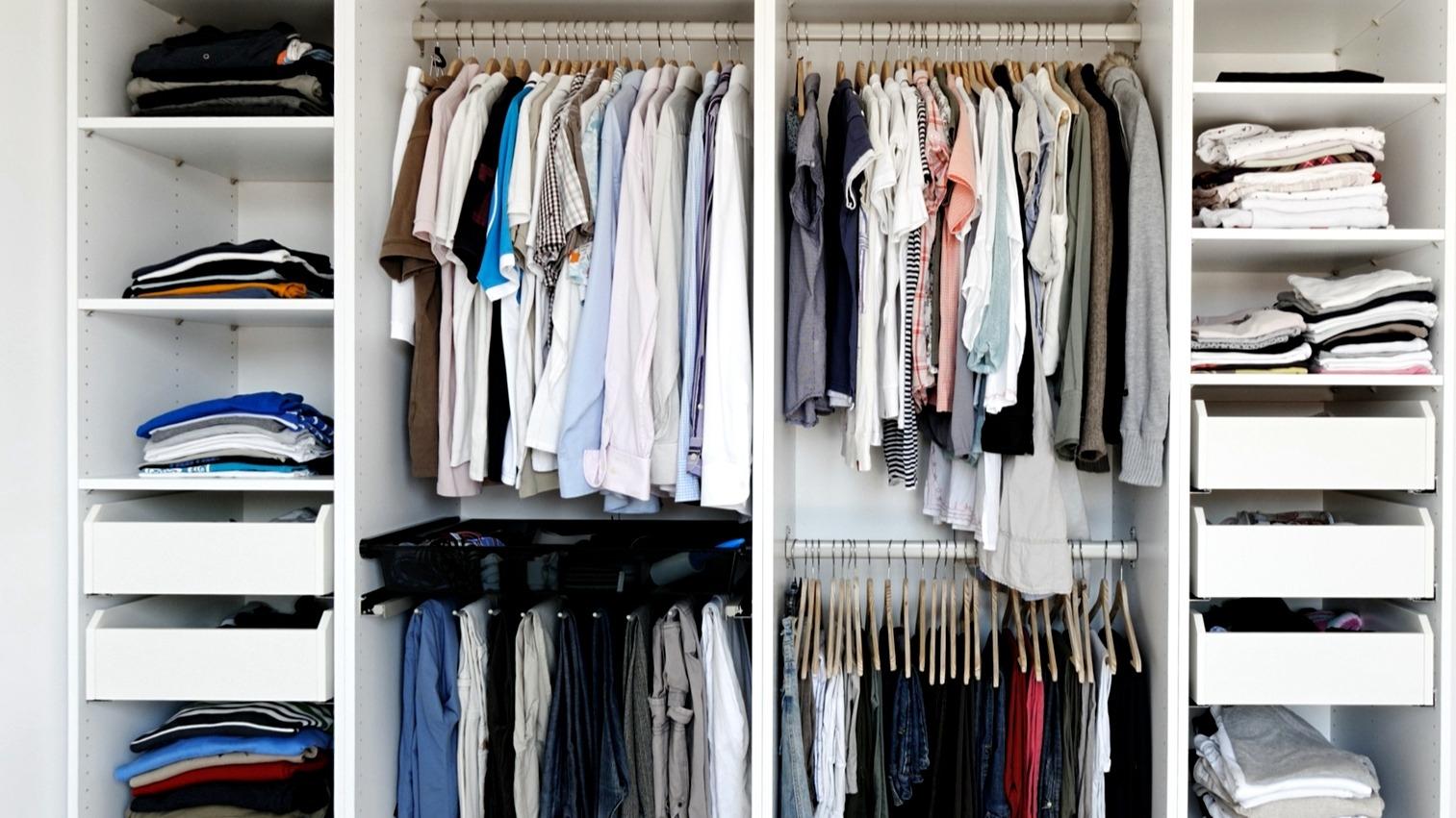 13 tipů, jak si udělat a hlavně udržet pořádek ve skříni