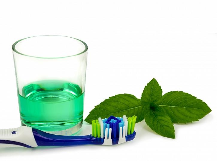 Domácí bio ústní voda vám ušetří peníze (Zdroj: Depositphotos)