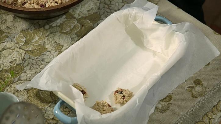 Kovový plech s pečícím papírem