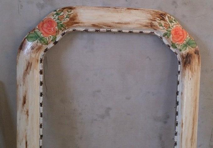 Starý rám na obraz proměňte a ozdobte za pár chvil na nový rám na zrcadlo