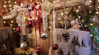 Vánoční dekorativní větev k zavěšení nad stůl