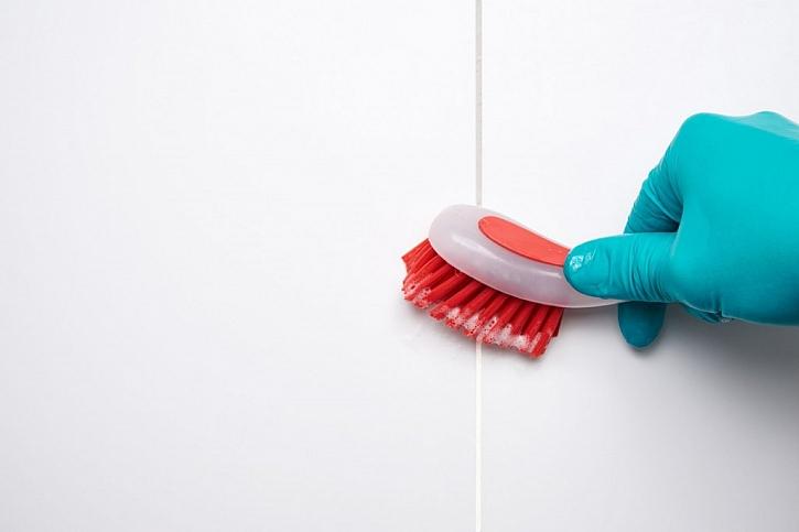 I spáry se musí čistit a desinfikovat, jinak plíseň naroste znovu