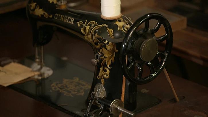Podívejte se na exkluzivní sbírku šicích strojů