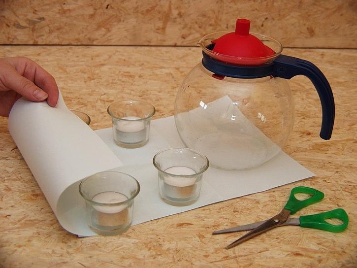 Ohřívač čaje nebo stojánek na svíčky