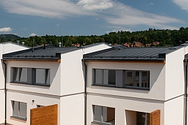 Klidné a energeticky nenáročné bydlení postavené z cihel HELUZ