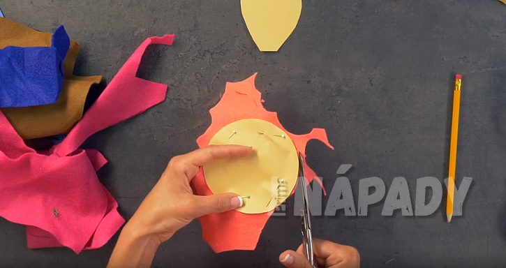 Jehelníček z plsti: vystřihněte tvary