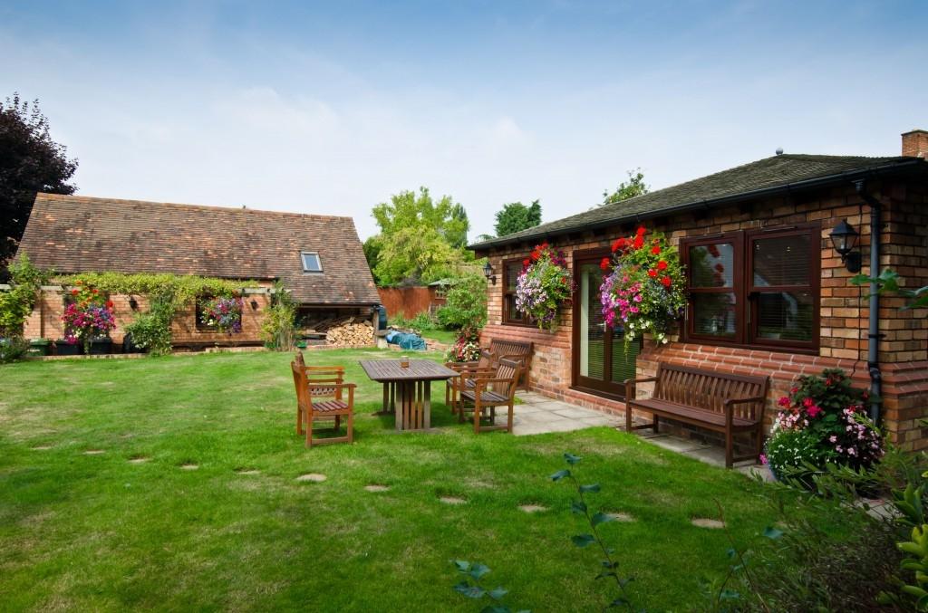 Střešní krytinu na zahradní stavbu vybírejte stejně pečlivě jako střechu pro dům