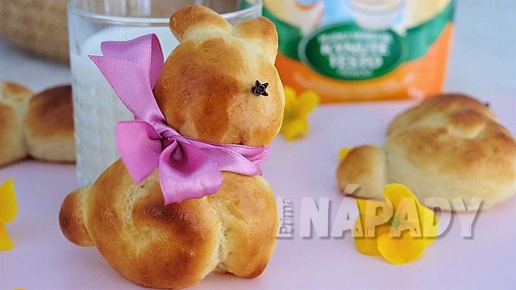 Velikonoční pečení z kynutého těsta: recept na kynuté zajíčky