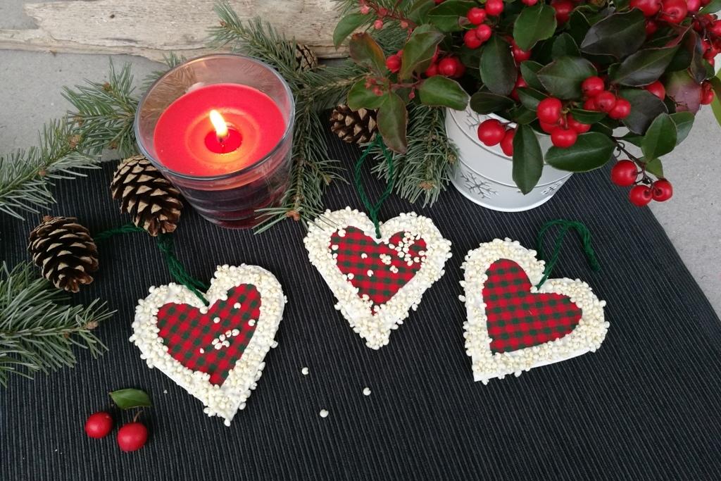Srdíčka z jahelných pukanců: Ozdoby na vánoční stromek