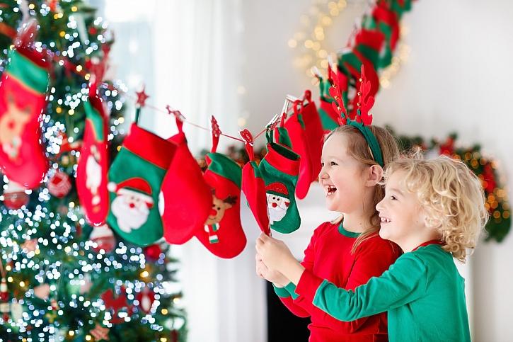 Děti u adventního kalendáře