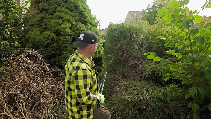 Pepa s Karlem se spolu vrhli na zahradničení