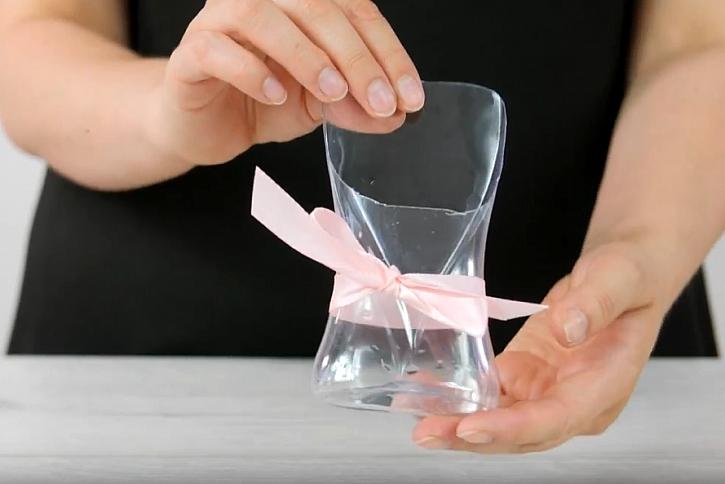 Jak vyrobit stojánek na kosmetické štětce: Druhý život lahvičky od šampónu 1