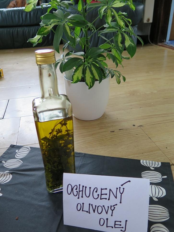 Olivový olej ochucený bylinkami