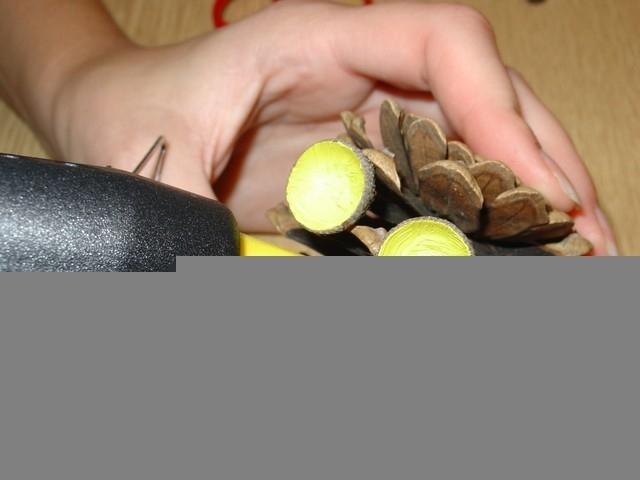 Šiškáček – výroba postavičky ze šišek a žaludů