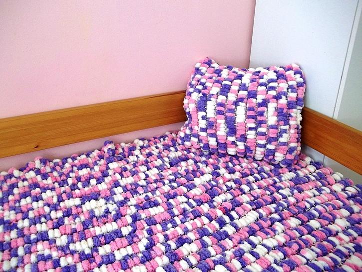 Z bambulkové příze lze vytvořit i přehoz na postel (Zdroj: Hanka Hnátová)