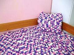 Pletený pléd či deku nemusíte vyrobit jen na klasických jehlicích