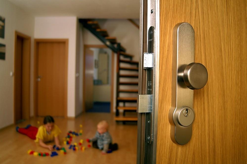 Cítíte se v panelovém bytě bezpečně?